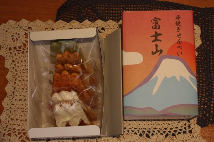 ②手焼きせんべい富士山