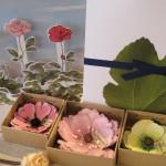 花びら付箋と、付箋を貼る台紙